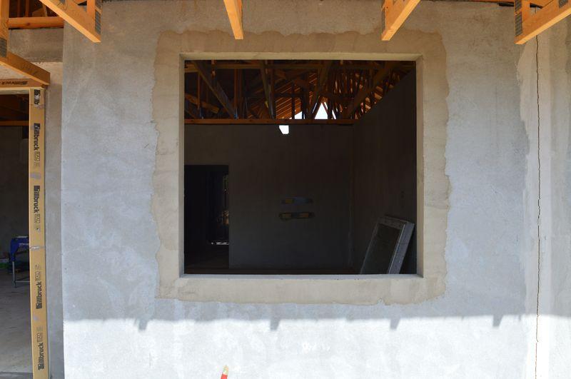 Przygotowany do montażu otwór okienny